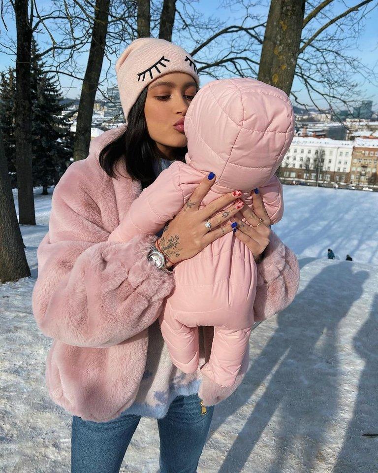 K.Meschino su dukrele.<br>Soc. tinklų nuotr.