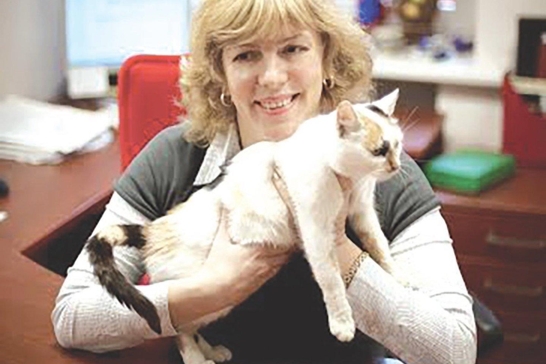 """Lietuvos felinologų draugijos """"Bubastė"""" vadovė Jurgita Gustaitienė sako, kad kačių veisimas be dokumentų apskritai turėtų būti negalimas. Vis dėlto ji pripažįsta, kad tai, jog asmuo yra veisėjas, dar nebūtinai užtikrina, kad jis tinkamai rūpinasi gyvūnų gerove.<br>Asmeninio archyvo nuotr."""