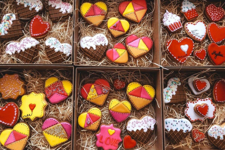 """Karantino metu laisvo laiko atradusios šilutiškės prisiminė tapybą, sausainių dekoravimą, pradėjo gaminti dėžutes dovanoms.<br>""""Šilutės naujienų"""" archyvo nuotr."""