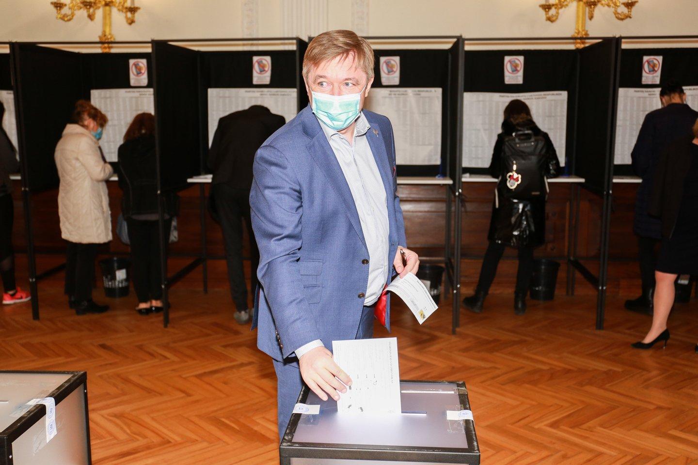 Turtingiausios partijos titulą valstiečiai dalinasi su konservatoriais.<br>G.Bitvinsko nuotr.
