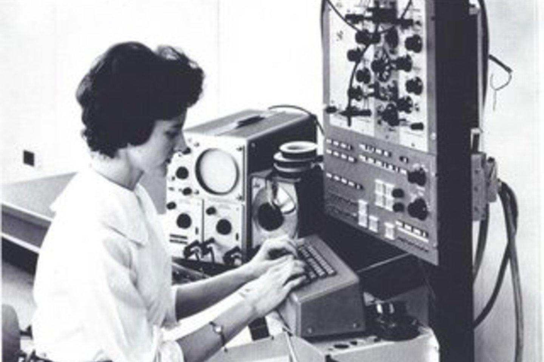 Mary Alen Wilkes (g. 1937 m.) prisidėjo prie pirmojo asmeninio kompiuterio sukūrimo.