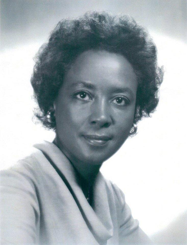 NASA raketų mokslininkė – Annie Easley (1933 – 2011 m.).