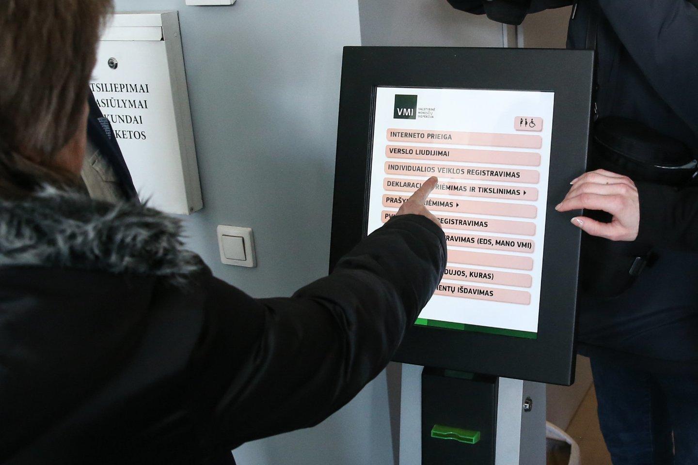 Pirmadienį daugiau nei 14 tūkst. gyventojų, kurie pateikė teisingas metines pajamų deklaracijas, pervedė pirmąsias GPM permokas.<br>R.Danisevičiaus nuotr.
