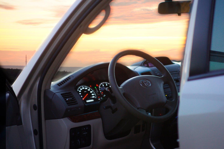 """Rusijos ekspertai iš """"Avito auto"""" aiškinosi apie kokį automobilį svajoja moterys.<br>www.unsplash.com nuor."""
