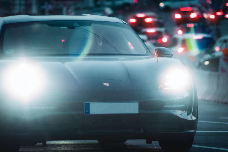 Vokietija 2020-aisiais pralenkė Jungtines Valstijas pagal naujų elektromobilių ir hibridinių automobilių pirmosios registracijos atvejų skaičių.<br>www.unsplash.com nuotr.