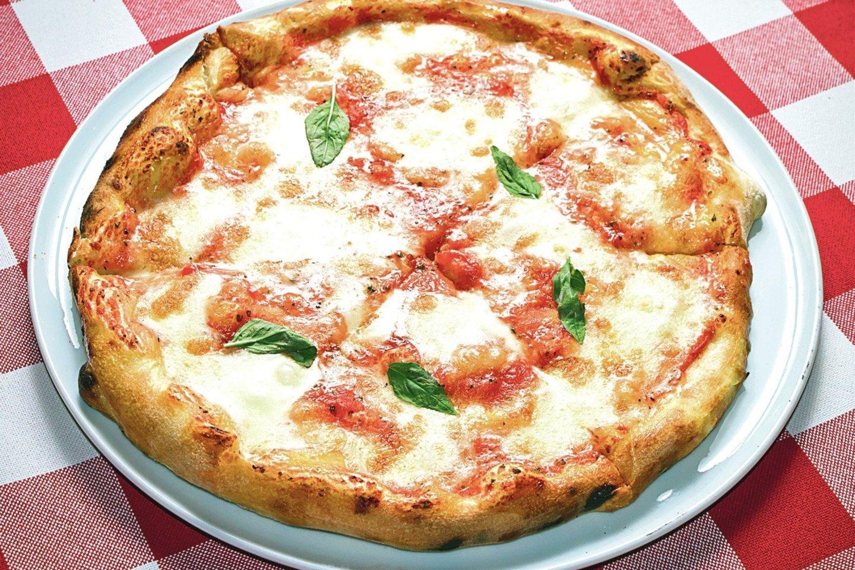 Vertinant picos sudedamąsias dalis, ji yra tikrai subalansuotas ir sveikas maistas, jei atsakingai renkamės produktus, iš kurių ją gaminame.<br>123rf nuotr.