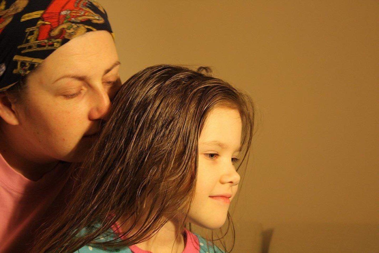 Po avarijos pareigūnai apkaltino ne įtakingo verslininko sūnų, o dukros netekusią alytiškę J.Jankauskienę (nuotr. teismo akimirka).<br>Nuotr. iš šeimos albumo.