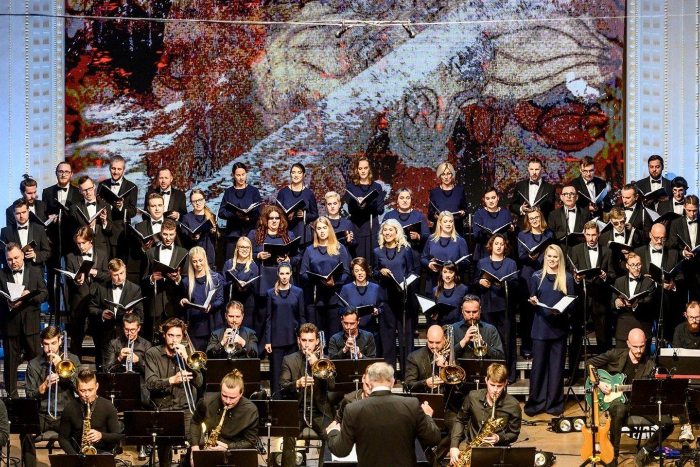 """Valstybinis choras """"Vilnius"""" ir L. Adomaitis pristato partizano Dzūko dienoraščio įkvėptą himną laisvei.<br>D.Matvejevo nuotr."""