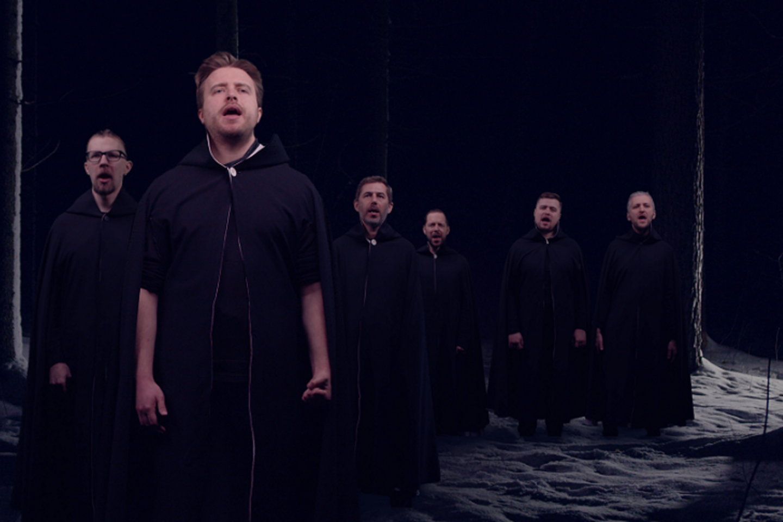 """Valstybinis choras """"Vilnius"""" ir L. Adomaitis pristato partizano Dzūko dienoraščio įkvėptą himną laisvei.<br>A.Strimaičio nuotr."""