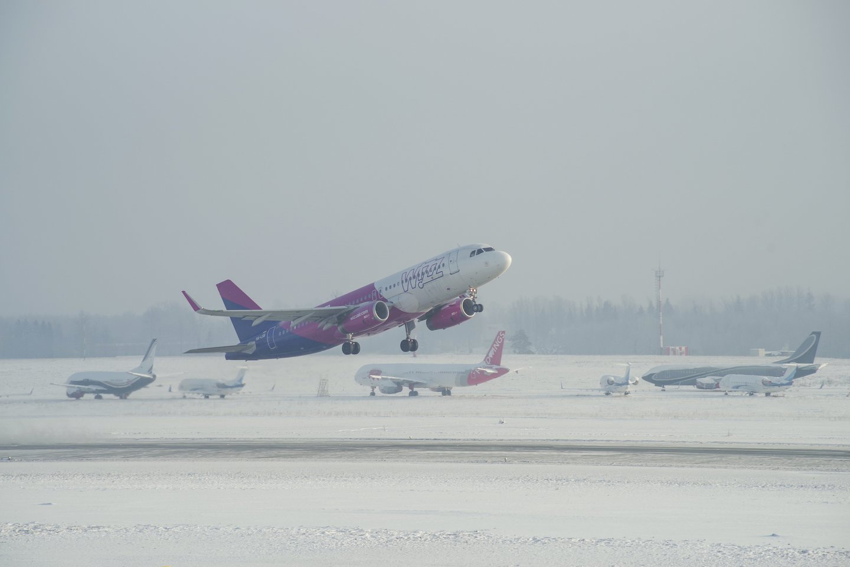"""Lauke – dar sniegas, bet """"Wizz Air"""" pirmąjį skrydį į Graikijos salą jau suplanavo vasarą.<br>V.Ščiavinsko nuotr."""