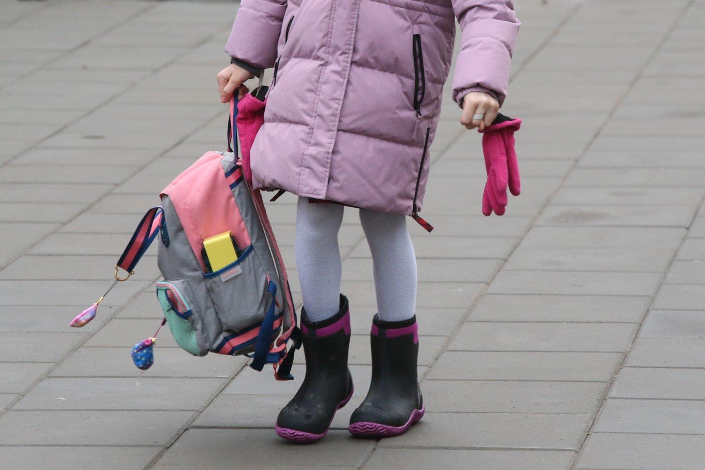 Pramintu taku eis ne visi: dalis mokyklų apsigalvojo ir pirmadienį  pradinukai į klases nežengs