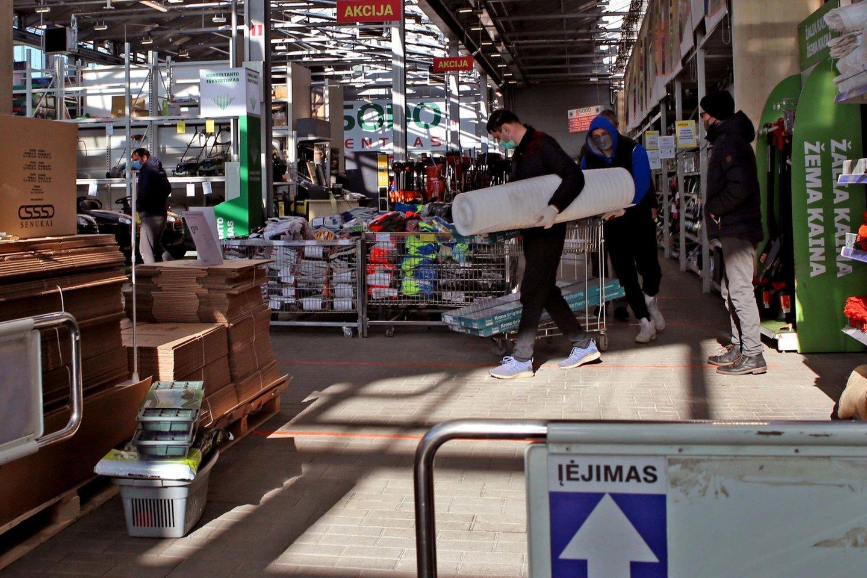 Nuo kovo 15 d. pradės veikti daugiau parduotuvių.<br>M.Patašiaus nuotr.