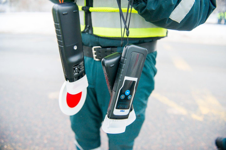 Telšių apskrities vyriausiojo policijos komisariato pareigūnai kiekvieną dieną aktyviais veiksmais siekia eliminuoti eisme dalyvaujančius neblaivius vairuotojus.<br>J.Stacevičiaus nuotr.