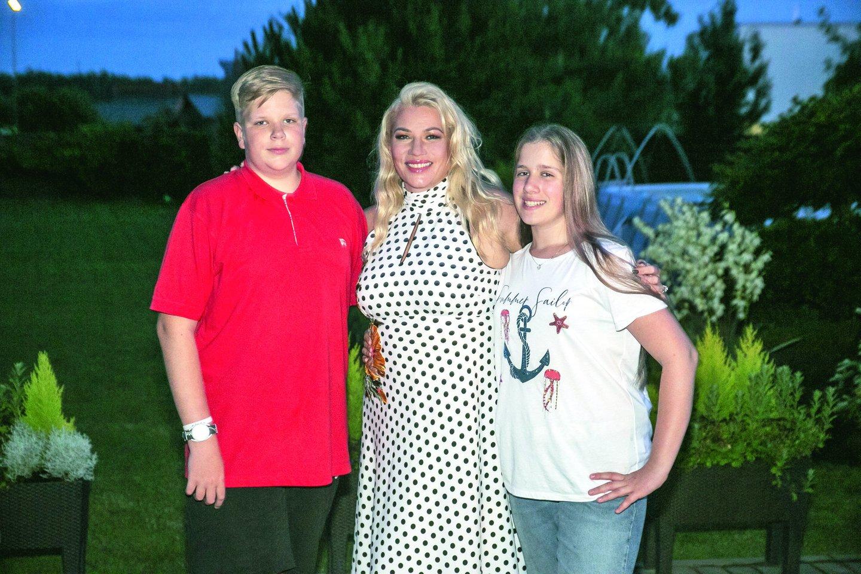 Kaunietei su keturiolikmečiais dvyniais Deividu ir Viktorija labiausiai patinka lankytis šiltuose kraštuose.