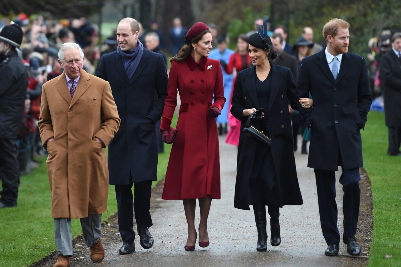Princas Charlesas, princas Williamas, Catherine Middleton, Meghan Markle ir princas Harry.<br>Scanpix nuotr.