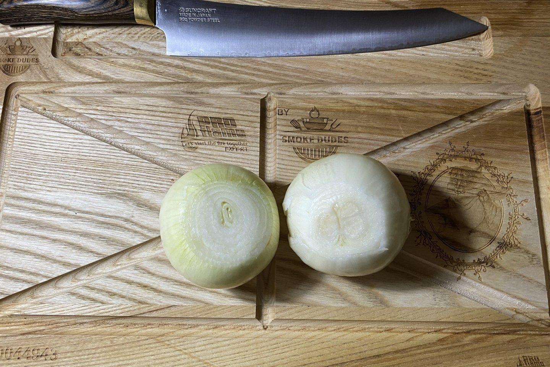 """Orkaitėje kepta karka su bulvėmis.<br>Nuotr. iš """"Riebus katinas""""."""