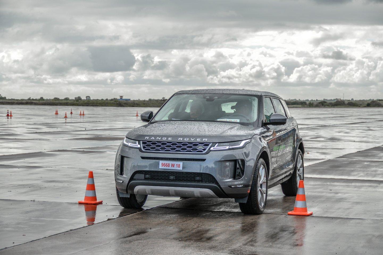 """""""Jaguar Land Rover"""" planuoja į savo automobilius diegti naujas salono oro valymo sistemas.<br>www.unsplash.com nuotr."""