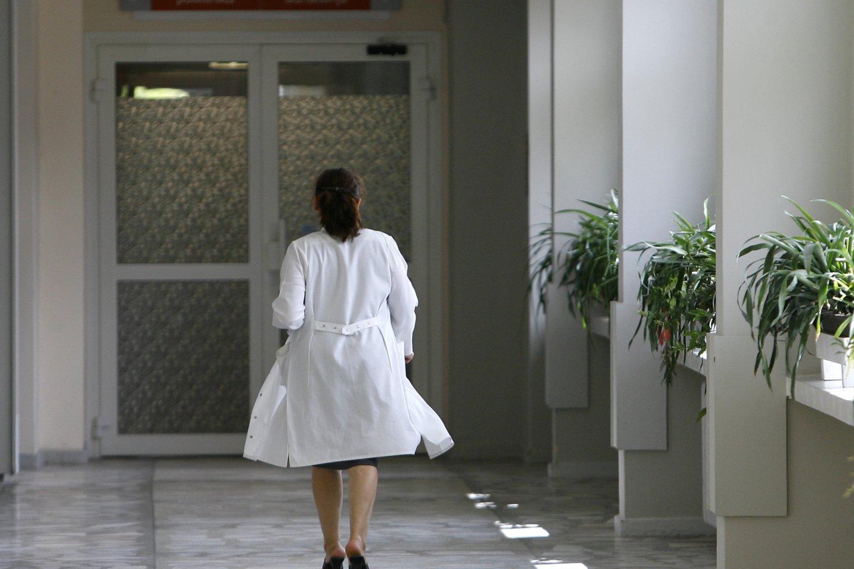Ikiteisminiame tyrime dėl galimo fiktyvaus įdarbinimo Molėtų ligoninėje įtarimai pareikšti jau devyniems šios įstaigos darbuotojams, direktorius Vaidotas Grigas ir dar du darbuotojai – nušalinti nuo pareigų.<br>V.Balkūno nuotr.