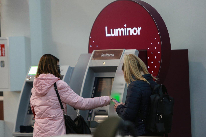 """Naktį iš pirmadienio į antradienį """"Luminor"""" praneša vykdysiantis techninius darbus, todėl nuo 22.30 val. iki 02.00 val. neveiks interneto ir mobilusis bankas.<br>G.Bitvinsko nuotr."""