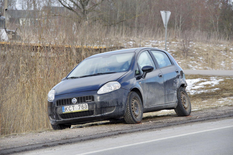 Dėl 3 automobilių susidūrimo Utenos aplinkkelyje kuriam laikui buvo blokuotas eismas.<br>V.Ščiavinsko nuotr.