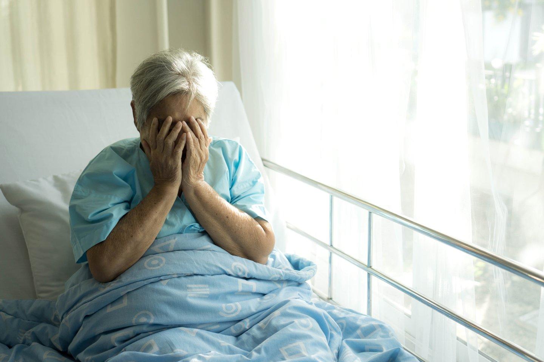 Autorė įsitikinusi, kad senolė senelių namuose yra nelaiminga.<br>123rf.com asociatyvioji nuotr.