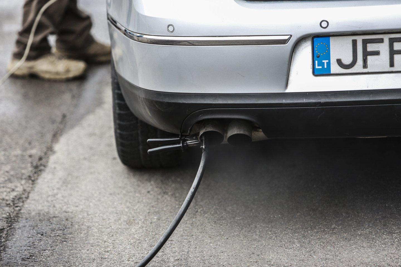 Pagal priimtą įstatymą, šio tikslo būtų siekiama nuosekliai didinant transporto sektoriaus energijos šaltinių įvairovę, nustatant įpareigojimus degalų tiekėjams dėl degalų iš atsinaujinančių energijos išteklių tiekimo.<br>G.Bitvinsko nuotr.