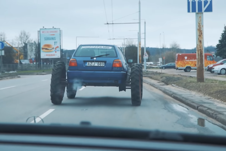 Policija, už chuliganišką vairavimą ir kitus KET pažeidimus nubaudusi N.Daunoravičių, šiuo veiksmu užbrėžė raudoną liniją, sako B.Vanagas.<br>Stop kadras