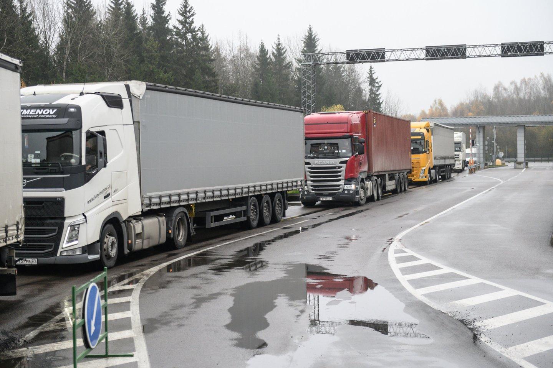 Vežėjai praranda milijonus dėl ydingos tvarkos apsikeičiant kelionės leidimais.<br>V.Skaraičio nuotr.