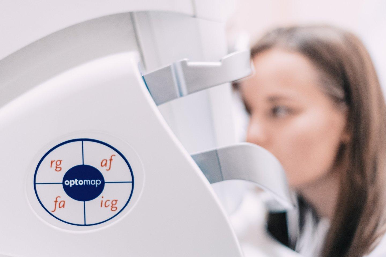 Nauja technologija leis be skausmo diagnozuoti, ar anksti nustatyti daugelį akių ligų, įskaitant glaukomą.<br>Kauno klinikų nuotr.