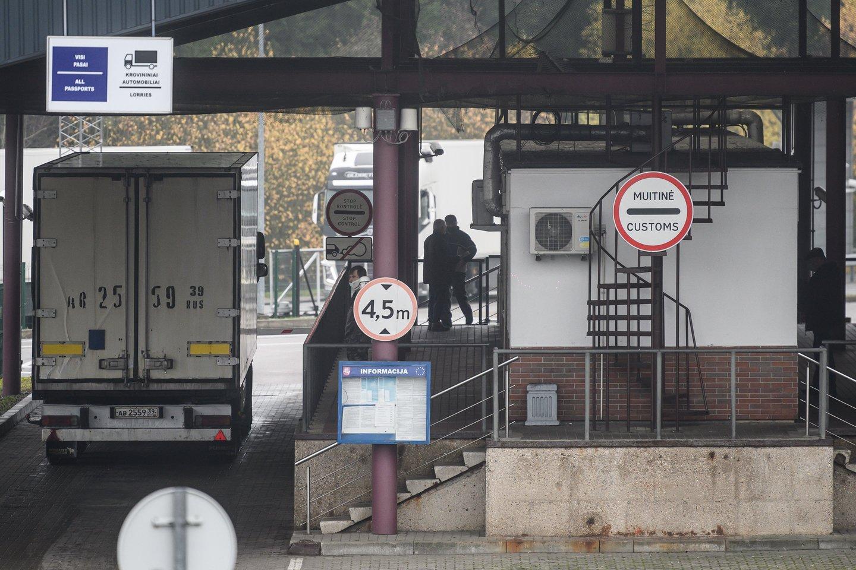 Dėl eilių pasienio punktuose labiausiai kenčia vairuotojai, kurie gabena krovinius.<br>V.Skaraičio nuotr.