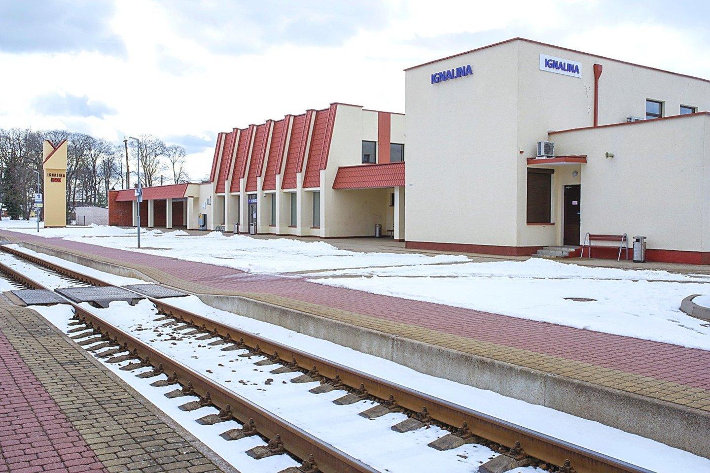 Bratkų skulptūra stovės Ignalinos geležinkelio stoties perone.<br>V.Ščiavinsko nuotr.