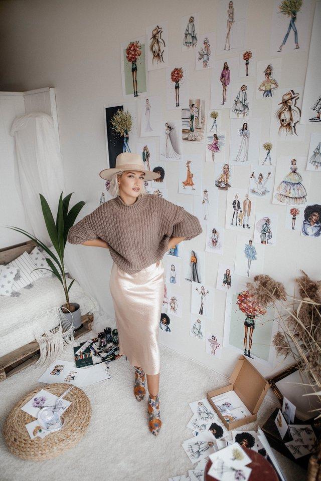"""Vaidos kelionė link mados iliustracijų piešimo buvo ilga, tačiau pamokanti. Metusi stabilų darbą, ji savo svajonę pradėjo įgyvendinti susitaikiusi su mintimi, kad ne iškart pavyks užsidirbti.<br>Karolinos Brazauskienės (""""Karolina Braz Photography"""") nuotr."""