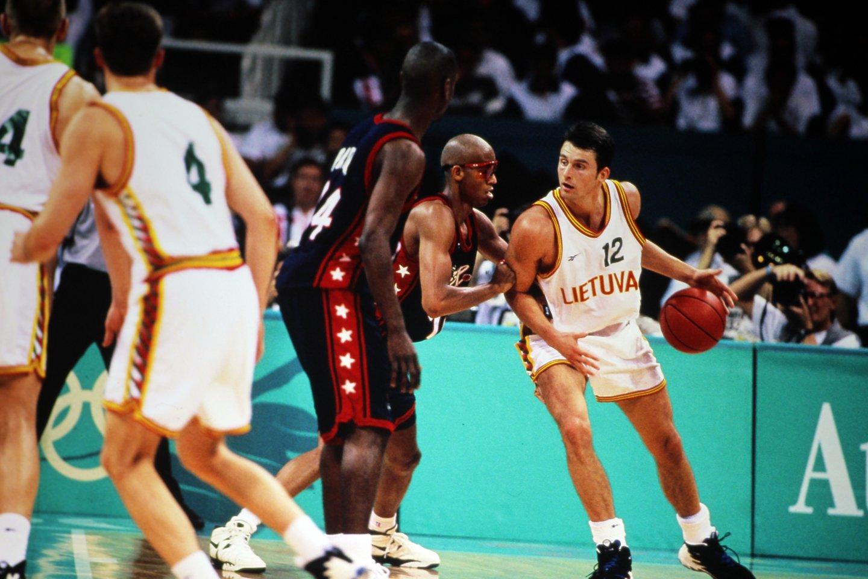 Prieš ketvirtį amžiaus Lietuvos vyrų krepšinio rinktinė antrą kartą iš eilės iškovojo olimpinę bronzą.<br>FIBA nuotr.