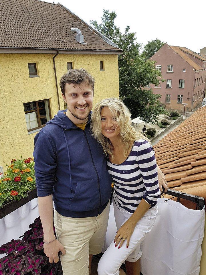 Jolita su Klaipėdoje gyvenančiu vyriausiuoju sūnumi Karlu...<br>Asmeninio albumo nuotr.