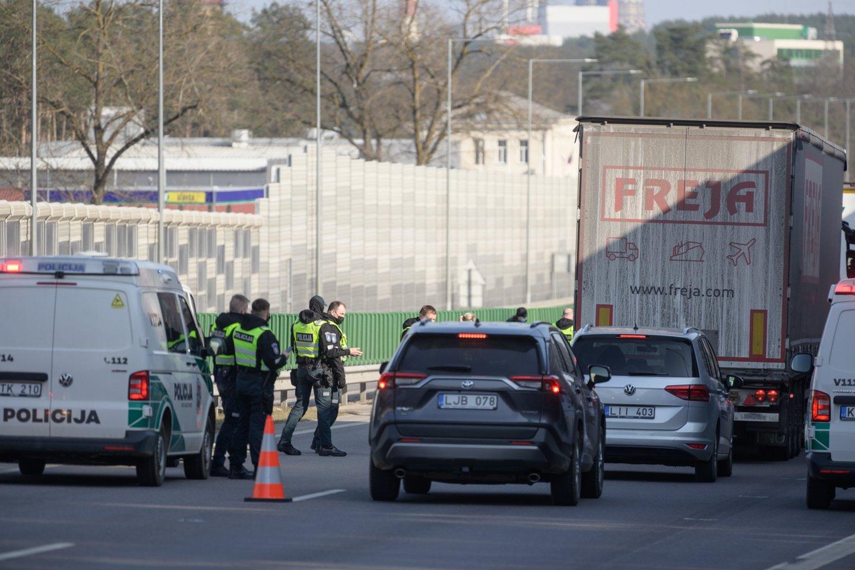 Nuo kovo 27-osios iki balandžio 6-osios Lietuvoje atnaujinti judėjimo ribojimai tarp visų šalies savivaldybių.<br>V.Skaraičio nuotr.