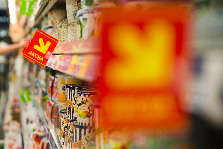 Nuo liepos pardavėjams, neinformavusiems pirkėjų apie mažesnės kainos ar nuolaidos dydį, grės nuo 500 iki 5 tūkst. eurų baudos.<br>J.Stacevičiaus nuotr.