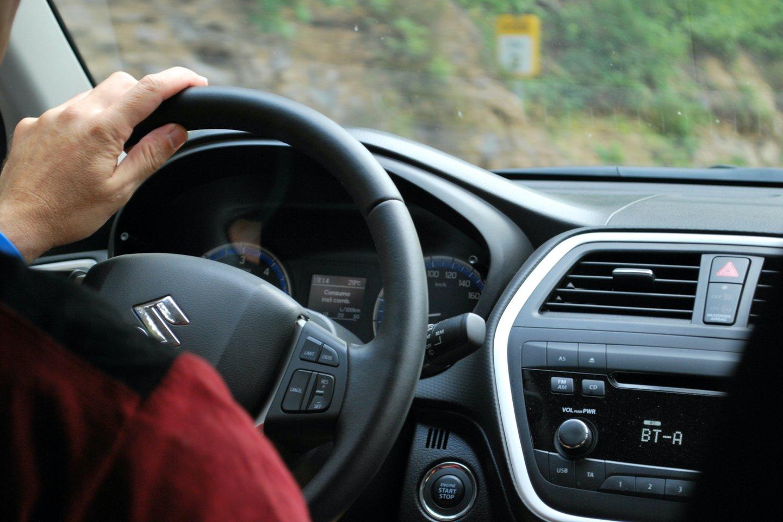 """Kanadiečiai iš """"Hotcars"""" pabandė išgaudyti pigiausius naujus automobilius įvairiose rinkose.<br>www.unsplash.com nuotr."""