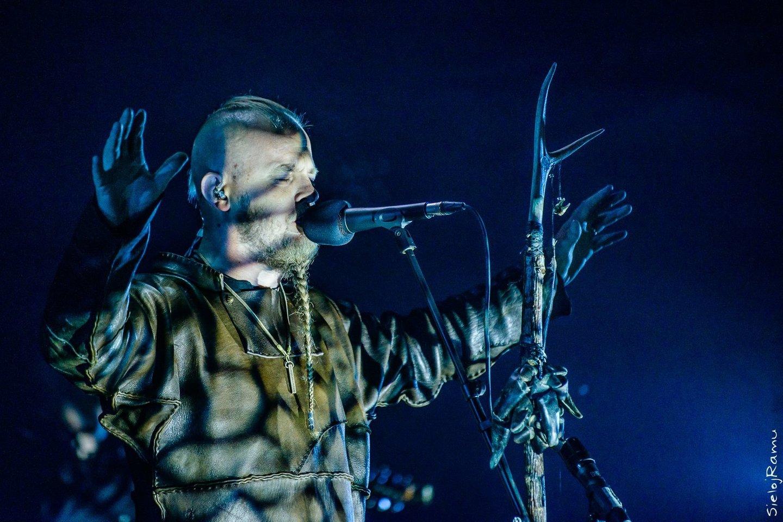 """""""Wardruna"""" muzikoje naudojama daug senovinių instrumentų (pasirodymas Lietuvoje, baltiškos kultūros festivalyje""""Mėnuo Juodaragis XX"""", 2017 m.)<br>M. Puidos nuotr."""