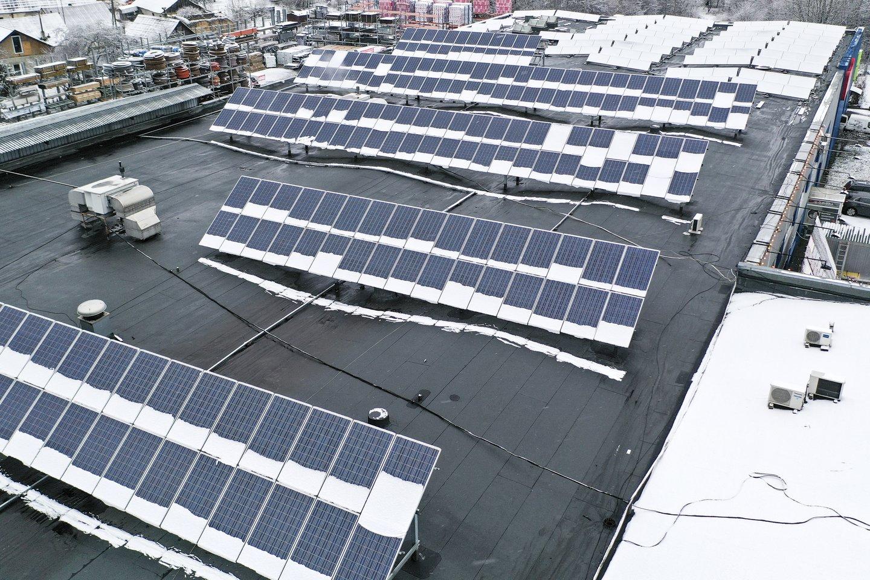 Prasideda naujas paramos teikimo etapas gyventojams, norintiems įsirengti nedidelės galios (iki 10 kW) saulės elektrines arba jas įsigyti iš elektrinių parko, taip pat seniems šildymo katilams pasikeisti.<br>V.Ščiavinsko nuotr.