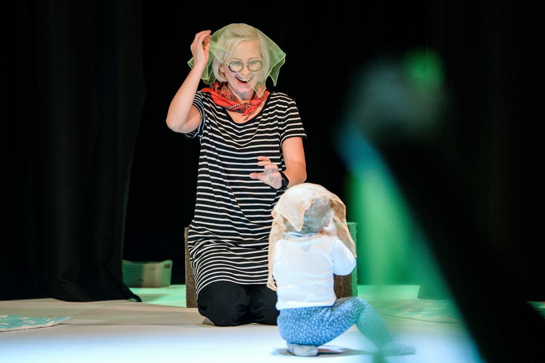 """Aktorė G.Latvėnaitė birželio mėnesį planuojaspektaklio kūdikiams premjerą Alytaus miesto teatre, o netrukus po to – ir naują judesio bei garsų spektaklį patiems mažiausiems teatre """"Pradžia"""".<br>L.Vansevičienės nuotr."""