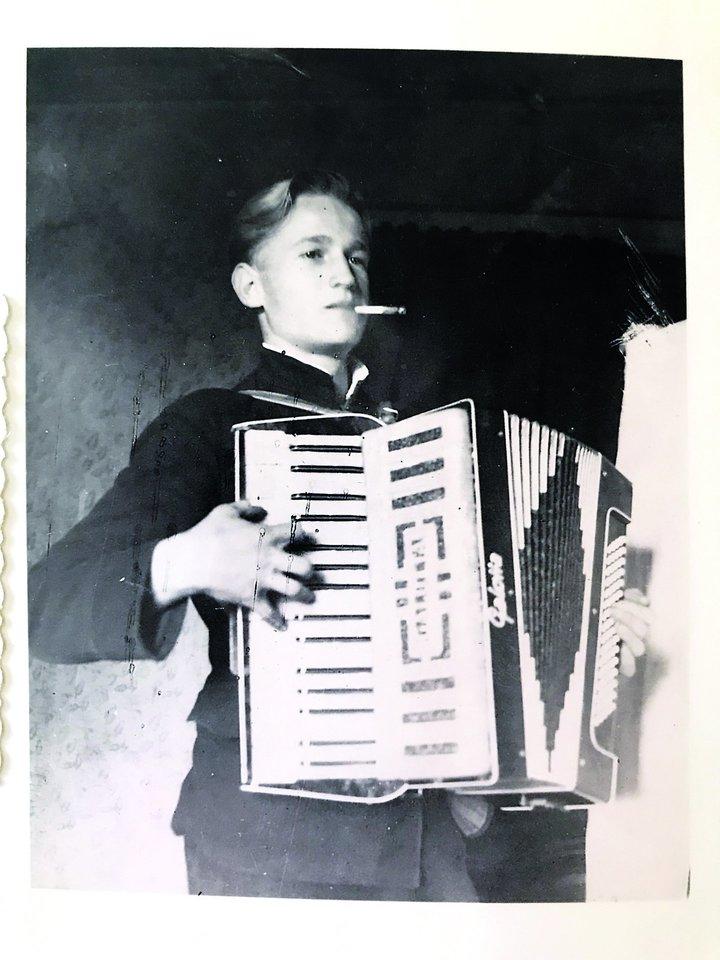 Monikos tėtis V.Furmanavičius 1951 metais.<br>Nuotr. iš asmeninio albumo