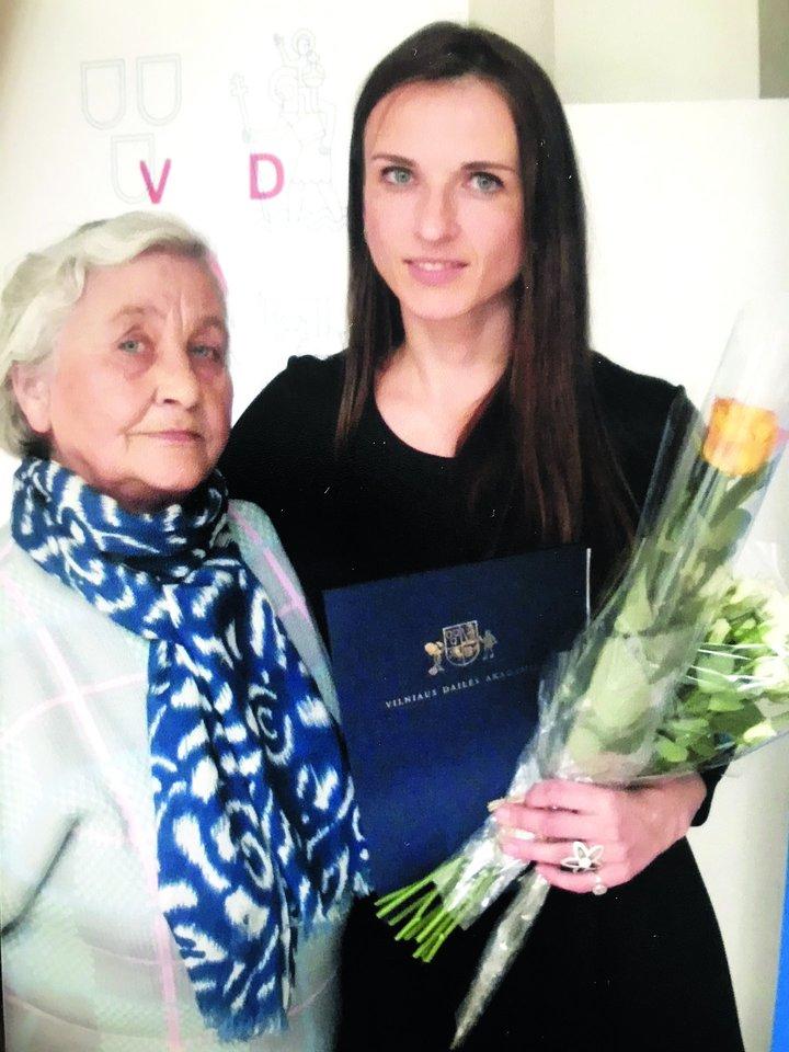 Monika su močiute Angele Venclovaite.<br>Nuotr. iš asmeninio albumo