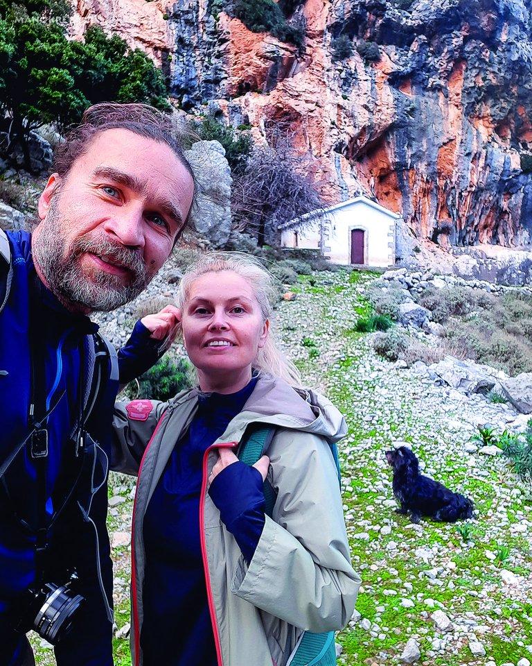 Žurnalistas A.A.Morkūnas su žmona Jurgita džiaugiasi galėdami lietuviams apie Kretą pasakoti lietuviškai.<br>Nuotr. iš asmeninio albumo