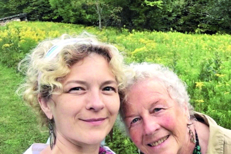 Oonos mama H.Melton yra buvusi fotografė, dabar atsidavusi žolininkystei.<br>S.Cambridge'o nuotr.