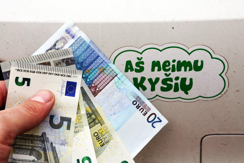Nors ir atrodo, kad kyšiai pareigūnams jau nebemadingi, tačiau atsiranda vairuotojų, kurie išdrįsta pasiūlyti kelis šimtus eurų.<br>P.Mantauto nuotr.