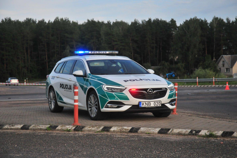 Nors ir atrodo, kad kyšiai pareigūnams jau nebemadingi, tačiau atsiranda vairuotojų, kurie išdrįsta pasiūlyti kelis šimtus eurų.<br>A.Vaitkevičiaus nuotr.