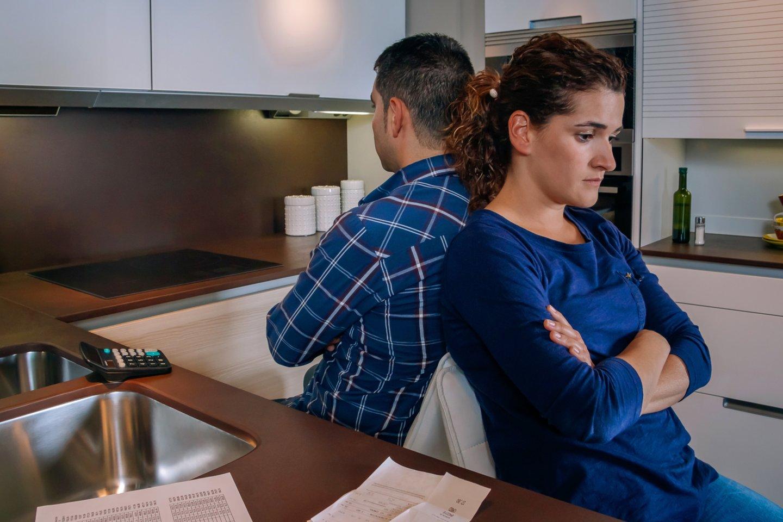 Pora savo santuoką ryžtasi nutraukti dėl šeimą prislėgusios skolos.<br>123rf.com asociatyvioji nuotr.