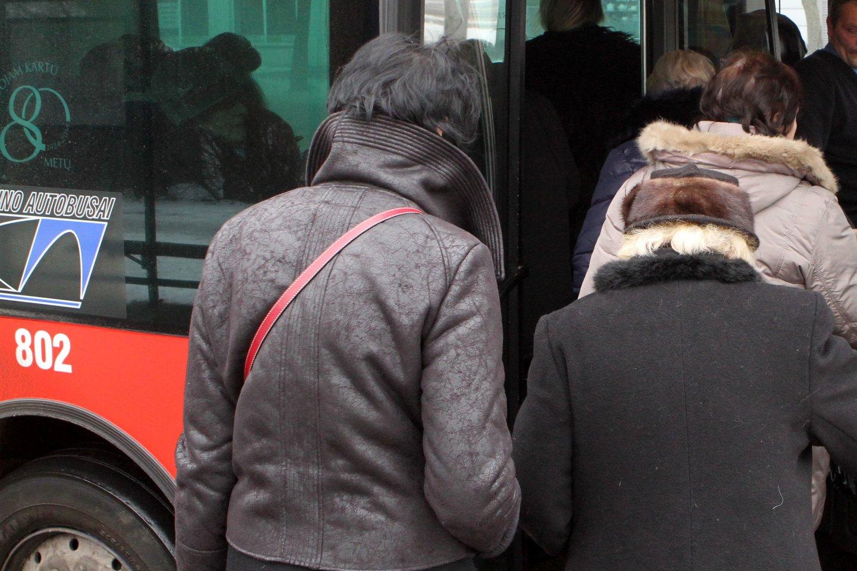 Autobusas, visuomeninis transportas, keleiviai<br>M.Patašiaus asociatyviojinuotr.
