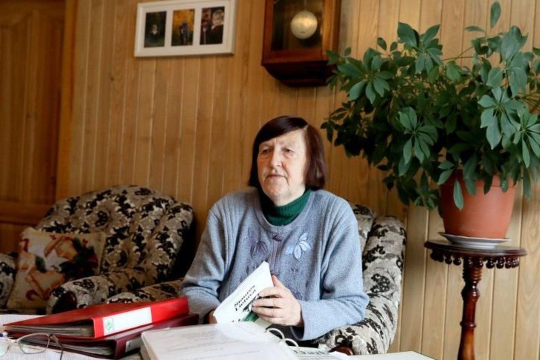 V.Gaigalienei rašyti knygą apie mokyklą buvo lengva, nes daug dokumentų išsaugojo jos tėvas.<br>A.Švelnos nuotr.