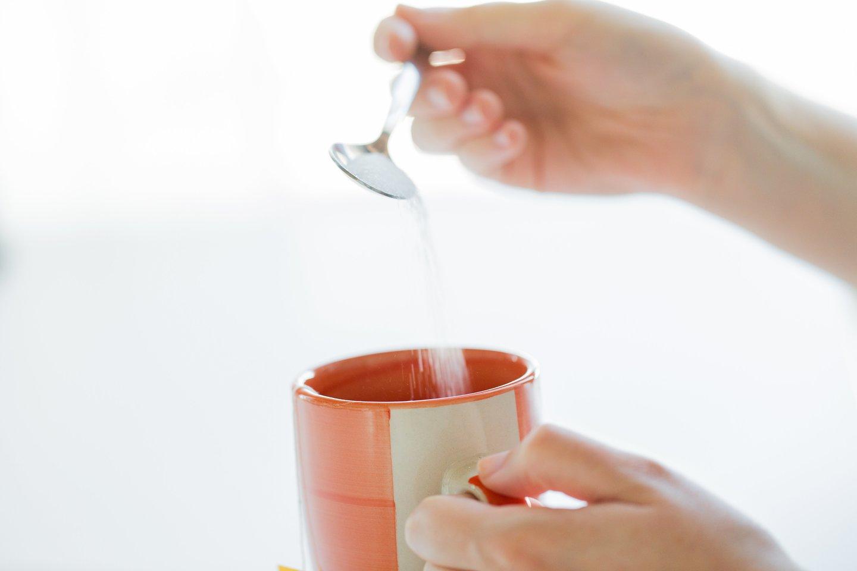 Dažnam kyla klausimas, ypač besilaikantiems dietos, ar dirbtiniai saldikliai yra sveikesni už cukrų.<br>123rf nuotr.
